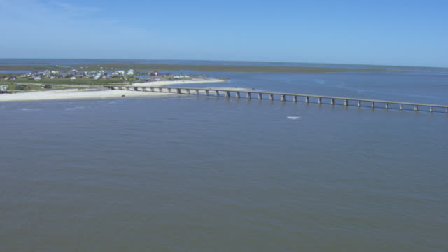 vidéos et rushes de aerial view of san luis pass-vacek toll bridge in brazoria county, texas, united states of america. - gulf coast states