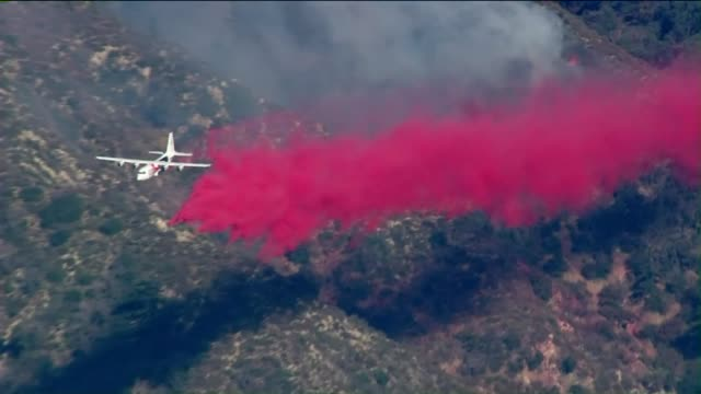 ktla aerial view of sand fire in santa clarita - santa clarita video stock e b–roll