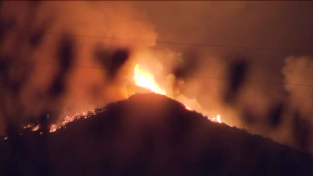 vídeos y material grabado en eventos de stock de ktla aerial view of sand fire in santa clarita - santa clarita