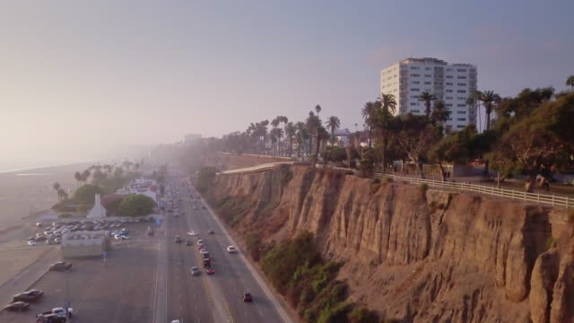 stockvideo's en b-roll-footage met luchtfoto van santa monica, californië - beverly hills californië