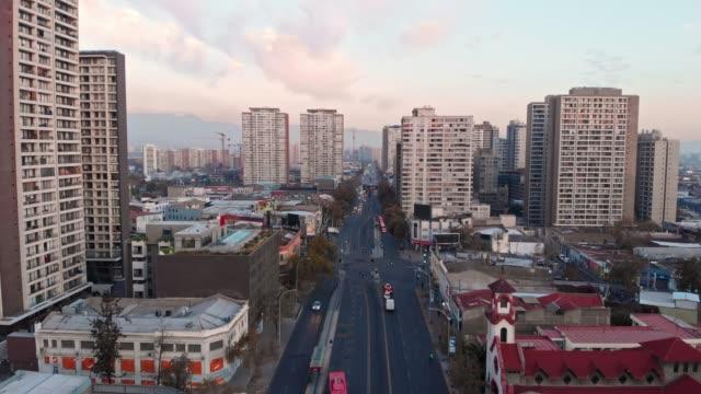 vídeos y material grabado en eventos de stock de vista aérea de santiago y uñoa en santiago de chile - camino santiago