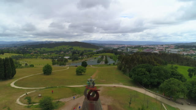 vídeos y material grabado en eventos de stock de aerial view of santiago de compostela to the sculpture of monte do gozo on a cloudy day - camino santiago