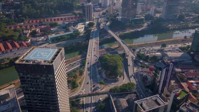 vídeos de stock e filmes b-roll de aerial view of sao paulo skyline and avenues with drone - vista geral