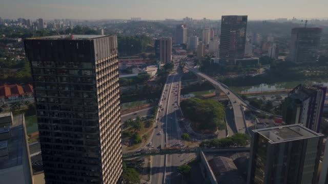 vídeos de stock e filmes b-roll de aerial view of sao paulo with drone - vista geral