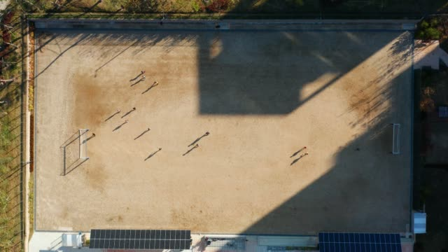 vidéos et rushes de aerial view of school playground - sport d'équipe