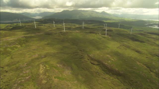 aerial view of scotland, isle of mull, wind farm on green hills, scotland, north atlantic ocean  - mull stock-videos und b-roll-filmmaterial