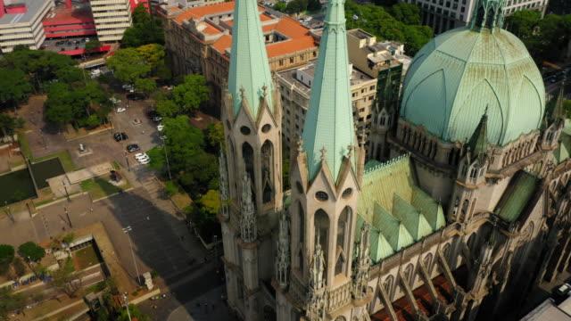 vídeos de stock, filmes e b-roll de vista aérea da catedral do se, são paulo, brasil - religião