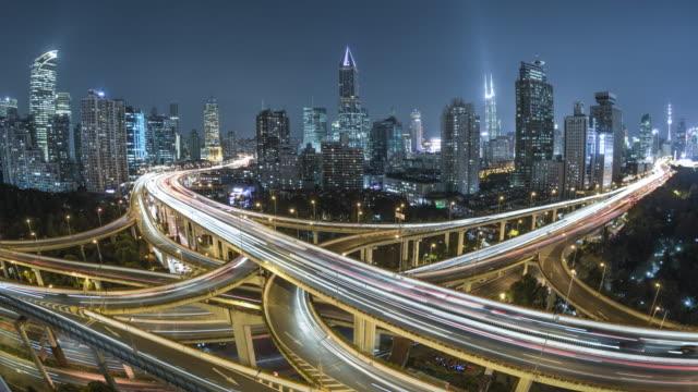 vídeos de stock e filmes b-roll de aerial view of shanghai highway at night - cidade inteligente
