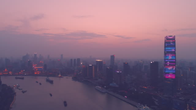 aerial view of shanghai huangpu river in the night.tourism boat sailing on the river - 見渡す点の映像素材/bロール