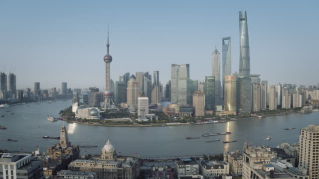 ws aerial view of shanghai lujiazui skyline with huangpu river, pearl tower, jin mao, world financial center, the bund - jin mao tower stock videos & royalty-free footage