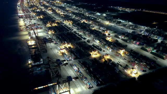 vídeos de stock e filmes b-roll de aerial view of shanghai yangshan harbor at dusk - agrafo