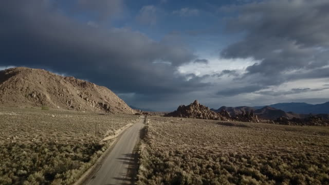 vidéos et rushes de aerial view of sierra nevadas, roads and alabama hills. - paysage enchanteur