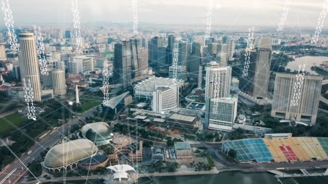 stockvideo's en b-roll-footage met luchtfoto van singapore moderne stad en communicatie netwerk, smart city. internet van dingen. informatie communicatienetwerk. sensor-netwerk. smart grid. conceptuele abstract. - digitaal display
