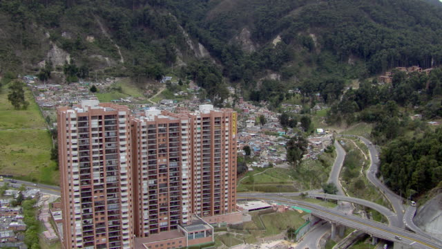 stockvideo's en b-roll-footage met aerial view of slum in bogota, colombia - zuid amerika