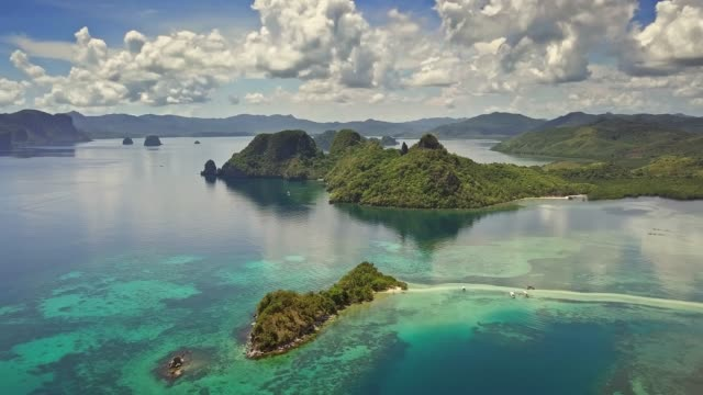aerial view of snake island, el nido, palawan, philippines - filippine video stock e b–roll