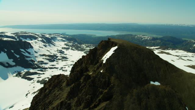 vídeos y material grabado en eventos de stock de aerial view of snow covered mountain peaks alaska - eco tourism
