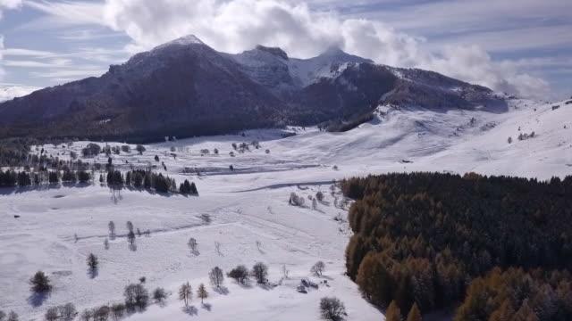 アルプス山脈の雪景色の空中写真 - トレンティーノ点の映像素材/bロール