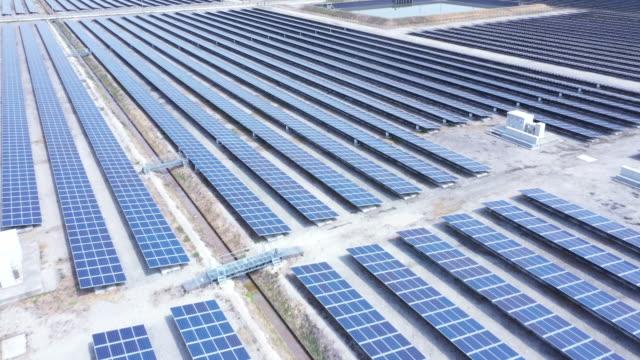 ソーラーパネルの上空表示 - 事業戦略点の映像素材/bロール