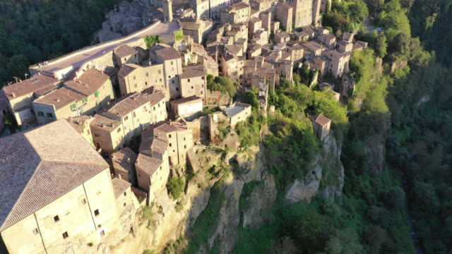 aerial view of sorano village, tuscany, italy - town video stock e b–roll