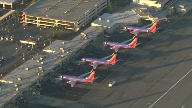 aerial view of southwest airlines at bob hope airport - バーバンク点の映像素材/bロール