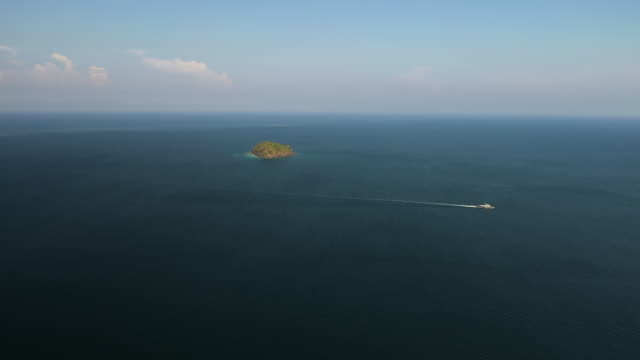 aerial view of speed boat sailing passing island - indian ocean stock videos & royalty-free footage
