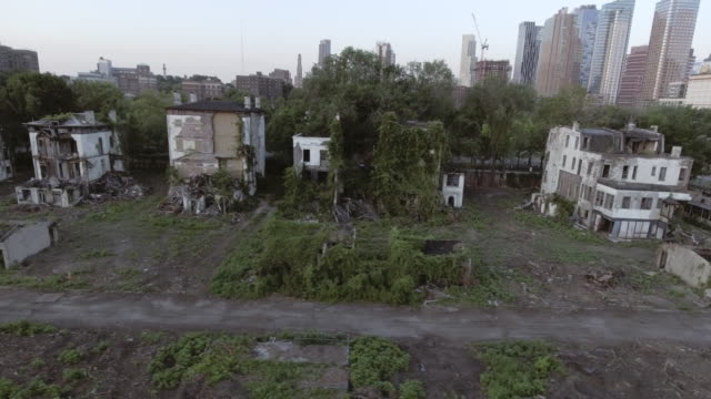 aerial view of spooky abandoned buildings in brooklyn new york city - 打ち捨てられた点の映像素材/bロール