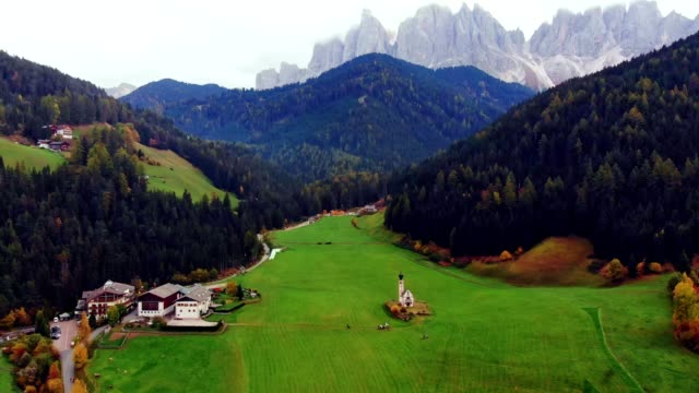 aerial view of st johann church in val di funes / south tyrol - italy - alto adige video stock e b–roll