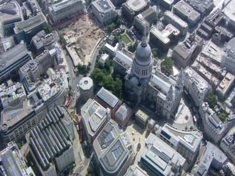 vídeos de stock, filmes e b-roll de aerial view of st paul's cathedral london - anglicano