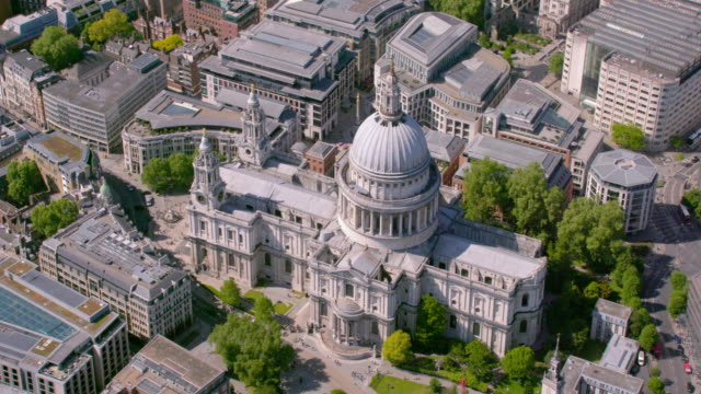 aerial view of st. paul's cathedral, uk. 4k - cathedral stock videos & royalty-free footage
