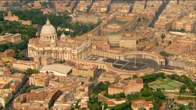 vídeos de stock e filmes b-roll de aerial view of st. peter's basilica and st. peter's square / vatican city, italy - obelisk
