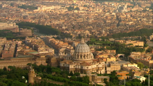stockvideo's en b-roll-footage met aerial view of st. peter's basilica in vatican city / rome, italy - rome italië