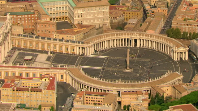 stockvideo's en b-roll-footage met aerial view of st. peter's square / vatican city, italy - sint pietersplein
