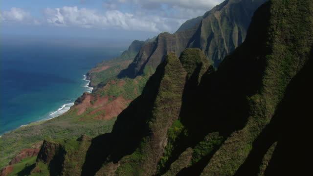 aerial view of steep coastal mountains in n_ pali coast state park on the hawaiian island of kauai. - hawaii islands stock videos & royalty-free footage