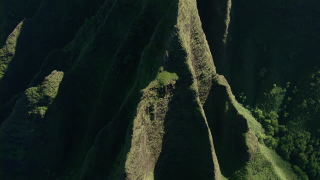 aerial view of steep mountain ridge in na pali coast state park on the hawaiian island of kauai. - na pali coast state park stock videos & royalty-free footage
