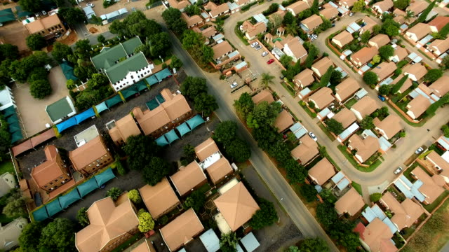 vidéos et rushes de aerial view of suburban johannesburg, south africa - quartier résidentiel