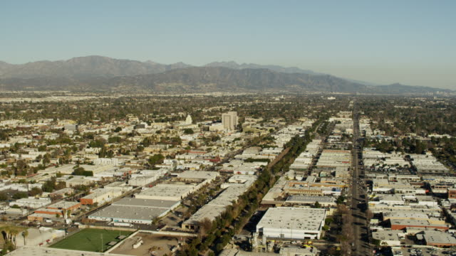 aerial view of suburban los angeles city skyline - burbank stock-videos und b-roll-filmmaterial