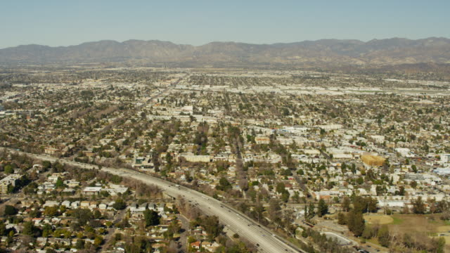 aerial view of suburban neighborhoods los angeles usa - burbank stock-videos und b-roll-filmmaterial