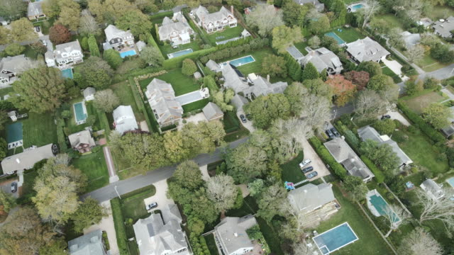 aerial view of summer homes in the hamptons - insel long island stock-videos und b-roll-filmmaterial