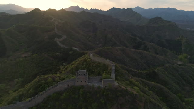 vídeos y material grabado en eventos de stock de aerial view of sunrise of the great wall - gran muralla china