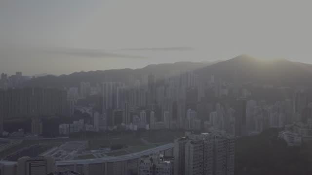 vidéos et rushes de aerial view of sunrise over happy valley, hong kong - île de hong kong