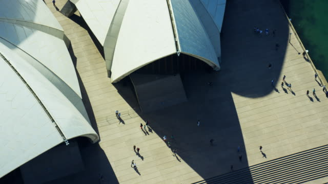 aerial view of sydney opera house and tourists - オペラ座点の映像素材/bロール