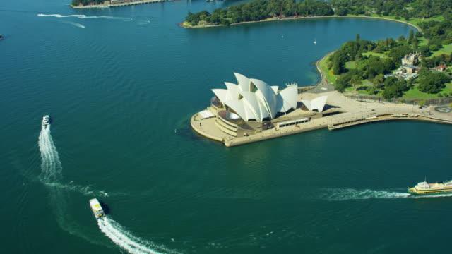 vídeos de stock, filmes e b-roll de aerial view of sydney opera house australia - menos de 10 segundos