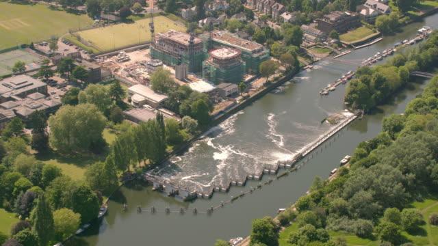 Flygfoto över Teddington lås, västra London, UK. 4K