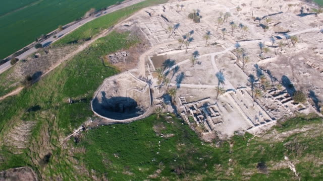 aerial view of tel megiddo, jezreel valley - avvenimento biblico video stock e b–roll