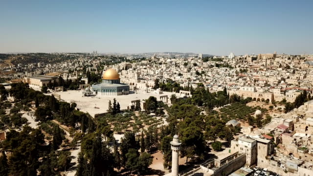 aerial view of temple mount, dome of the rock and al-aqsa mosque / jerusalem old city - pellegrino video stock e b–roll