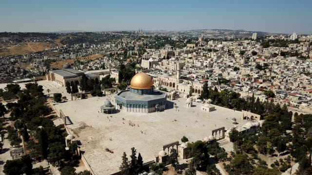 aerial view of temple mount, dome of the rock and al-aqsa mosque / jerusalem old city - mosque stock videos & royalty-free footage