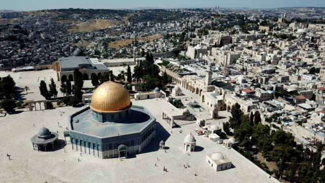 aerial view of temple mount, dome of the rock and al-aqsa mosque / jerusalem old city - israel stock-videos und b-roll-filmmaterial