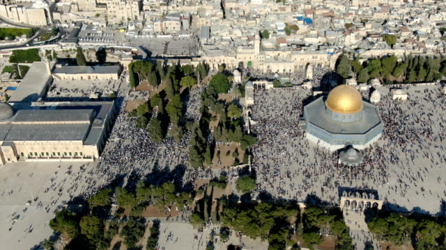 aerial view of temple mount, dome of the rock and al-aqsa mosque, with muslim prayers - jerusalem stock videos & royalty-free footage