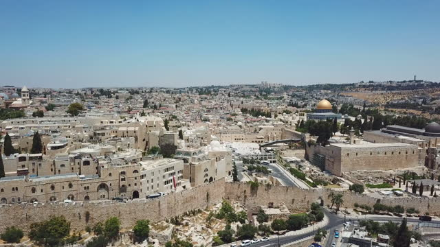 aerial view of temple mount, dome of the rock and al-aqsa mosque with old city walls - modern rock stock videos & royalty-free footage