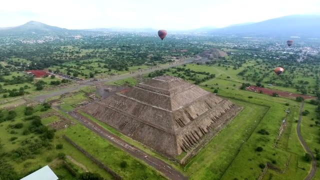 aerial view of teotihuacan pyramids in mexico - mexico stock videos & royalty-free footage